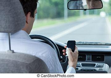 使うこと, 間, 電話, 運転, 自動車