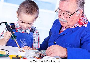 使用, 樹脂, 祖父, 孫, はんだ付けする, 教授