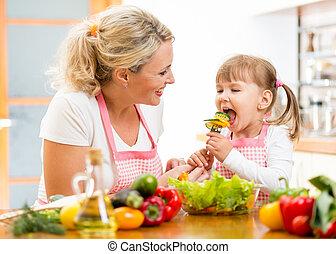供給, 娘, 野菜, 母, 台所, 子供