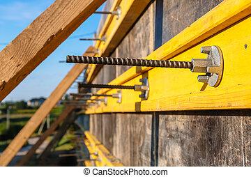 保持, に対して, 処置, 準備, 改善, 型枠, クローズアップ, 建設, 地すべり, 壁, ∥あるいは∥, counterfort, territory., サイト。, 注ぎなさい, コンクリート, 予防, 補強された