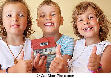 ??, 保持, 家, 部屋, 3, 一緒に, 保温カバー, 手, モデル, 子供, ジェスチャー, ショー