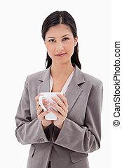 保有物のコップ, 女性実業家