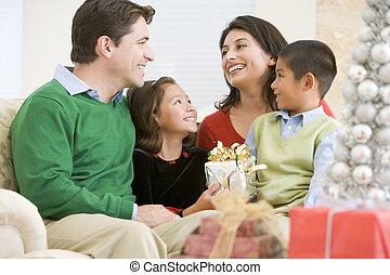 保有物, クリスマス, 家族, 微笑, 贈り物, 他, それぞれ