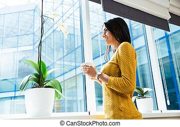 保有物, 女性実業家, カップ, 窓, コーヒー, 見る