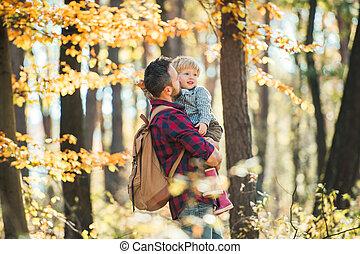 保有物, 歩くこと。, 父, 息子, 秋の森林, 成長した, よちよち歩きの子