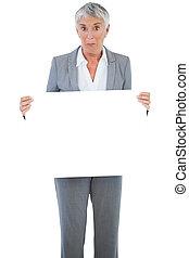 保有物, 空白のサイン, 女性実業家