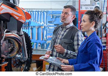 修理, ワークショップ, 女, オートバイ, 機械工