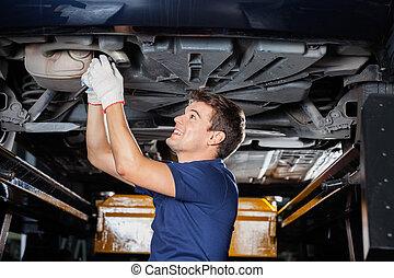 修理, 自動車, 下に, レンチ, 機械工