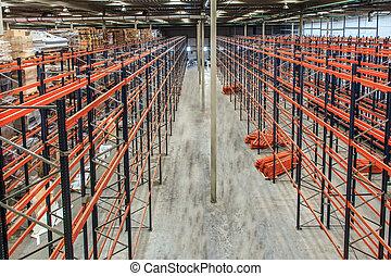 倉庫, なだらかに傾斜する, 高く