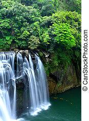 偉人, 滝, 台湾