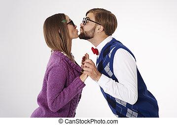 做低级滑稽表演人, 害羞, 大约, 夫妇, 亲吻