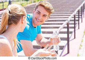 健身, 夫婦。, 年輕夫婦, 在, 運動衣服, 站立, 面對面地, 以及, 微笑