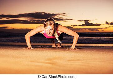 健身, 婦女, 做, 推, 向上