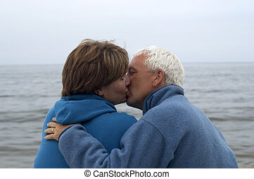 偶力がキスする