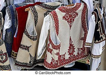 傳統, 羅馬尼亞語,  2, 服裝