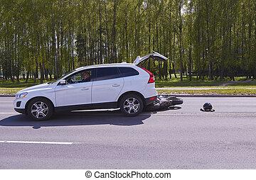 傷つけられる, モーターバイク, 事故, 自動車