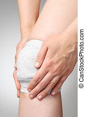 傷つけられる, 膝, 包帯