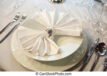 優雅である, 夕食, 結婚式