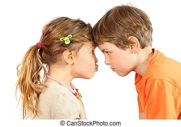 兄弟 と 姉妹, 休ませる, ∥(彼・それ)ら∥, 額, そして, 互いの一見, 隔離された, 白, 背景