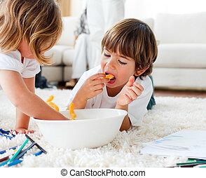 兄弟, 床, チップ, 図画, あること, 陽気, 食べること
