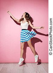 充分的 長度 畫像, ......的, a, 漂亮的女孩, 在, 衣服, 跳躍