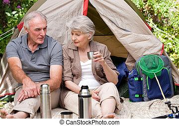 先輩, キャンプ, 庭で