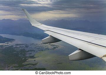 ∥, 光景, から, ∥, 窓, ∥, 飛行機の 翼, 雲, そして, a, beautif