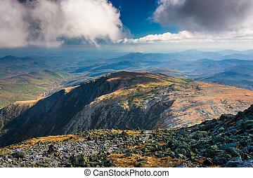 光景, の, ∥, 岩が多い, でこぼこである, 白い 山, から, サミット, の, mou