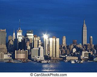 光, 曼哈頓