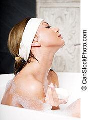 入浴, 女, ∥で∥, soap.