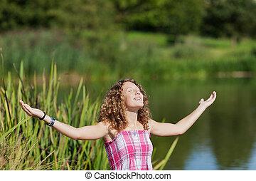 公園, 女の子, 伸ばしている腕