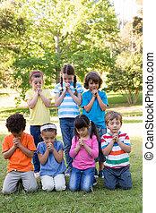 公園, 子供, ∥(彼・それ)ら∥, 祈とう, 発言