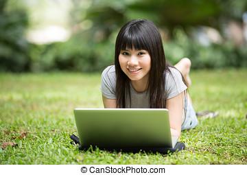 公園, 学生, あること, 中国語, 彼女, ラップトップ