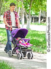 公園, 父, 若い, 乗り物, 歩く, 赤ん坊