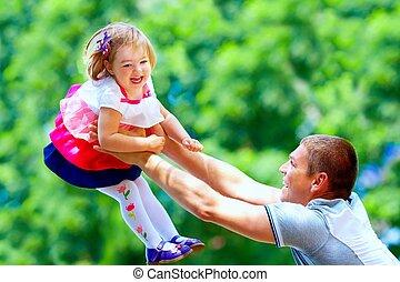 公園, 父, 赤ん坊, 楽しみ, 女の子, 持つこと, 幸せ