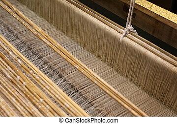关闭, 在中, 金子, 丝绸, 编织, 在上, 织布机