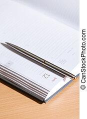 关闭, 射击, 在中, 钢笔, 躺, 在上, the, 笔记本