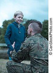 兵士, 彼の, 父, そう, 得意である