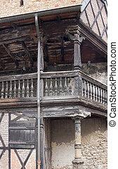 具有历史意义, 阳台