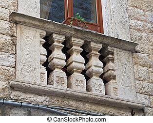 具有历史意义, balcony.