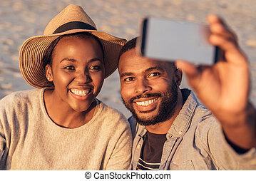内容, 取得, 若い, 一緒に, selfies, アフリカ, 浜, 恋人
