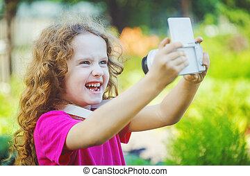 写真, 取得, 笑い, カメラ。, 女の子, selfie