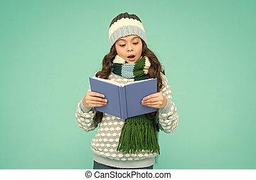 冬, 読書, study., 私, development., concept., lover., 快適さ, well., わずかしか, 本, 保温カバー, time., 女の子, お気に入り, school., 子供, story., reading., 痛みなさい, 物語, 勉強しなさい, レジャー, 幼年時代, 背中