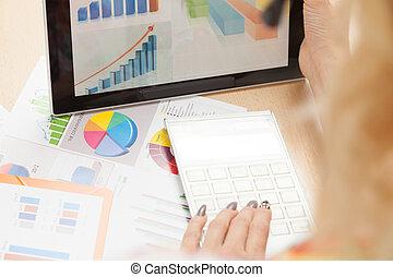分析しなさい, ビジネス, データ
