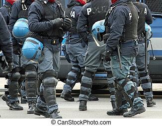 制御, サポータ, 多数, 警官, 計画, の間, 戦争