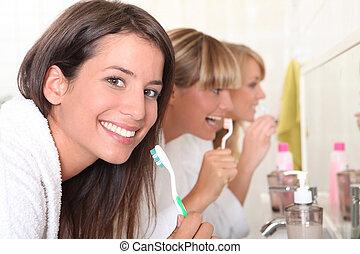 刷, 三, 年輕, 他們, 牙齒, 婦女