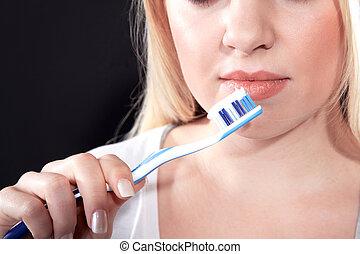刷, 婦女, 牙齒
