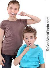 刷, 男孩, 很少, 他們, 牙齒, 女孩