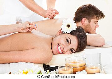 刺鍼術, 女, 経ること, 幸せ