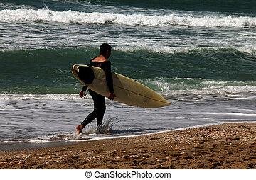 前方へ, サーファー, 浜, 歩く